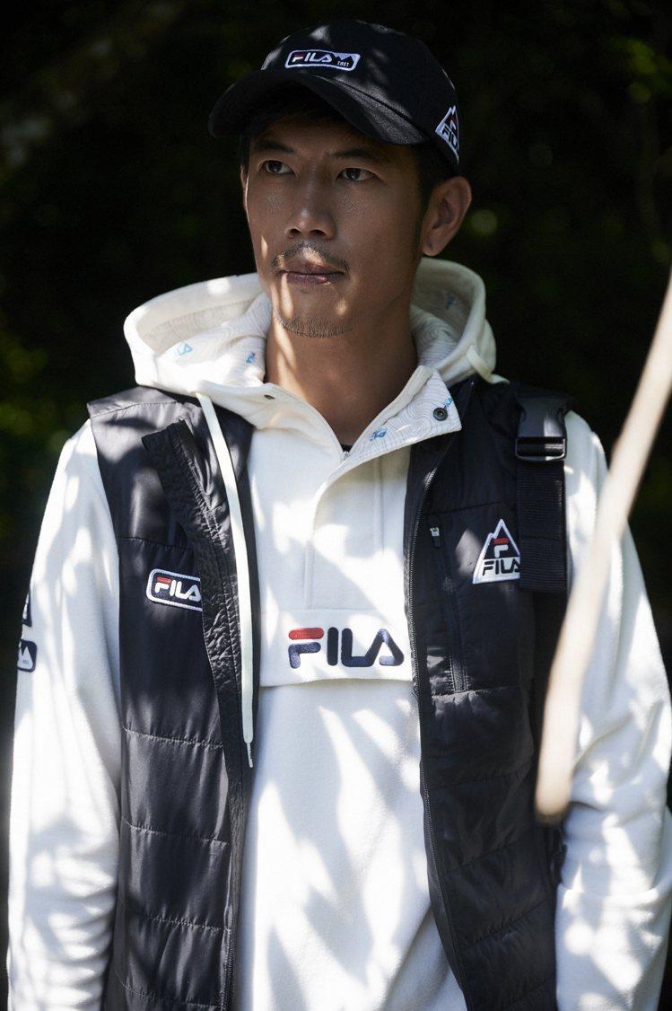 FILA為熱衷登山露營的戶外休閒運動愛好者推出全系列機能服飾。圖/FILA提供