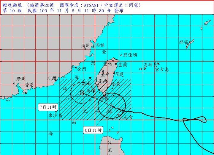 閃電颱風上午11時在鵝鑾鼻南南東方約100公里處,以每小時14轉11公里速度,向西北西進行,往台灣海峽南部移動。圖/取自氣象局網站