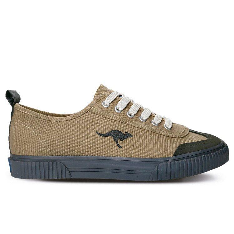 KangaROOS BOSTON 79手工帆布鞋1,380元。圖/KangaRO...
