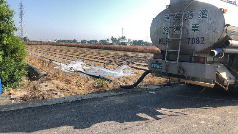台南市環保局輔導畜牧場還肥於田,已有112家畜牧場加入。圖/台南市環保局提供