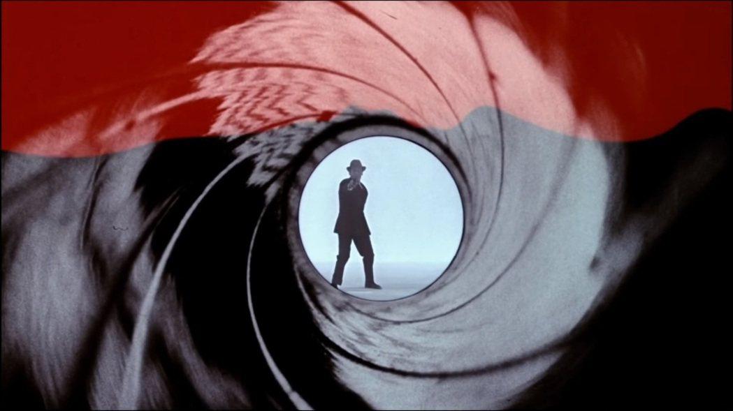 最早的3集007電影中的開槍男並非扮演007的史恩康納萊,身材比例明顯較短小。圖