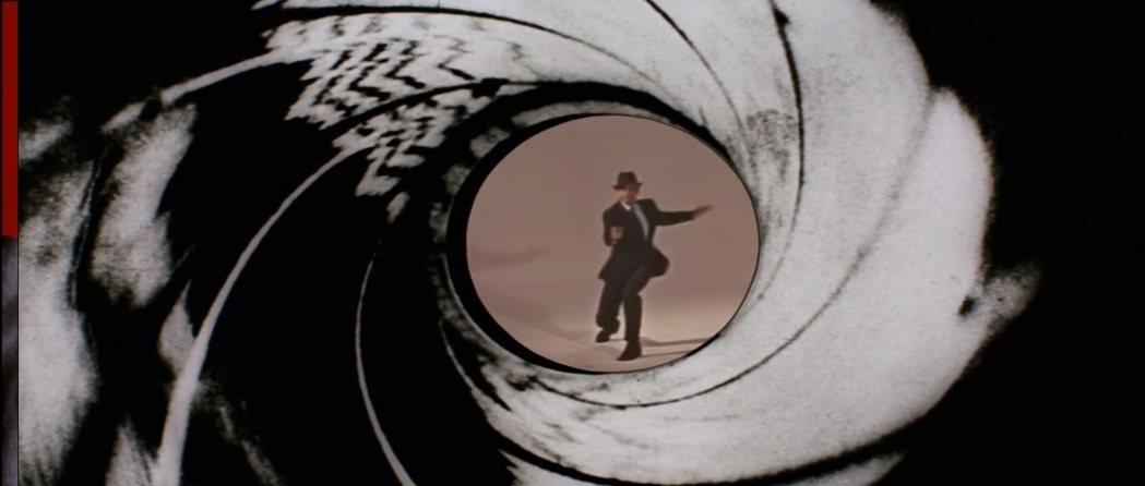 史恩康納萊到第4集「霹靂彈」才親自拍攝開槍畫面。圖/摘自YouTube
