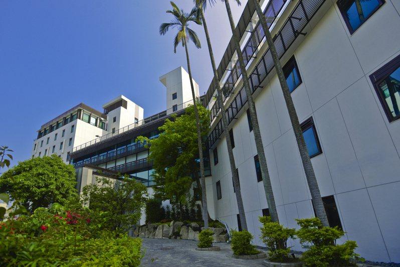 北投大地酒店、台北晶華酒店11月聯合推出二泊四食專案。業者提供