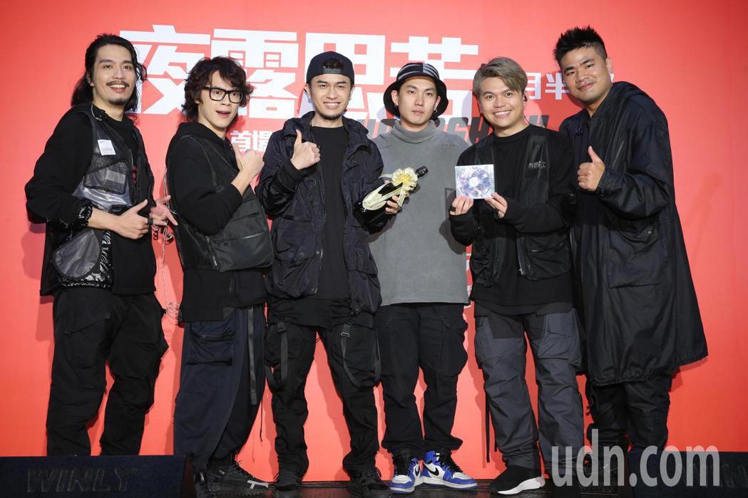 百萬訂閱的YouTuber蔡阿嘎(右二)、HowHow(左二)、蔡哥(右)、馬叔...
