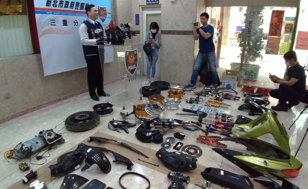 警方在中和區破獲贓車解體零件交易黑市。記者林昭彰/攝影