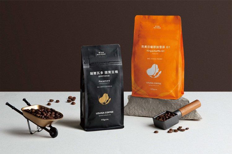 路易莎創新推出黑色時尚輕巧的四分之一磅豆包裝,8款熱銷精品咖啡風味,滿足喜愛嘗鮮...