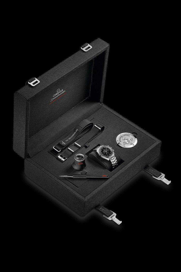 富有全套替換Nato表帶、放大鏡、簡易替換工具的OMEGA Speedmaste...