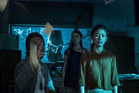 台灣年度必看鬼片「杏林醫院」宣布定檔2020年12月31日,擔任今年最後一部壓軸國片,並同步發布電影主題曲「能不能想起我」,由實力派歌手鄧福如獻聲。鄧福如首度嘗試有別以往的曲風,勾魂的聲線,帶著溫暖...