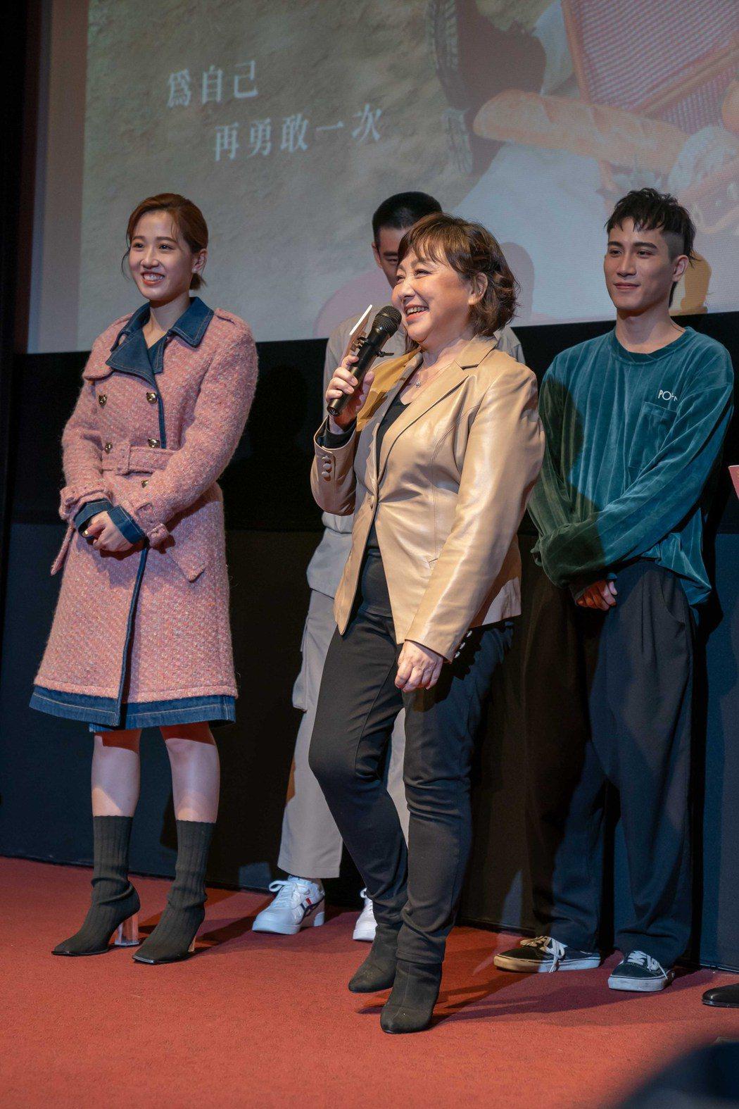 民歌天后鄭怡為「粉紅色時光」獻出電視劇處女作,自曝私下就很愛追劇,這回終於成了劇