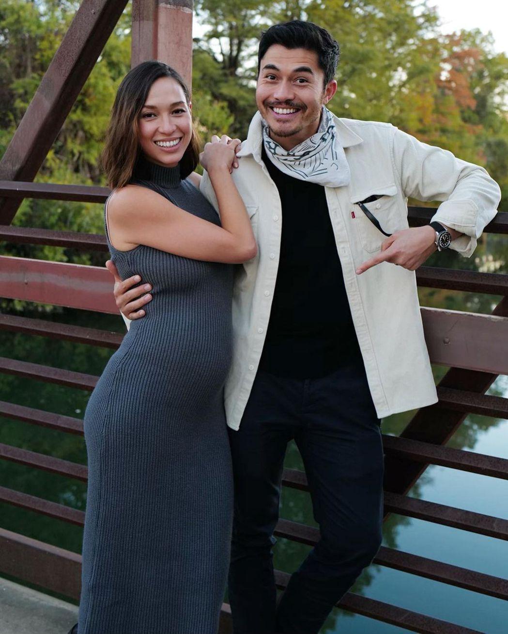 亨利高汀開心宣布妻子羅愛英已懷孕的好消息。圖/摘自Instagram