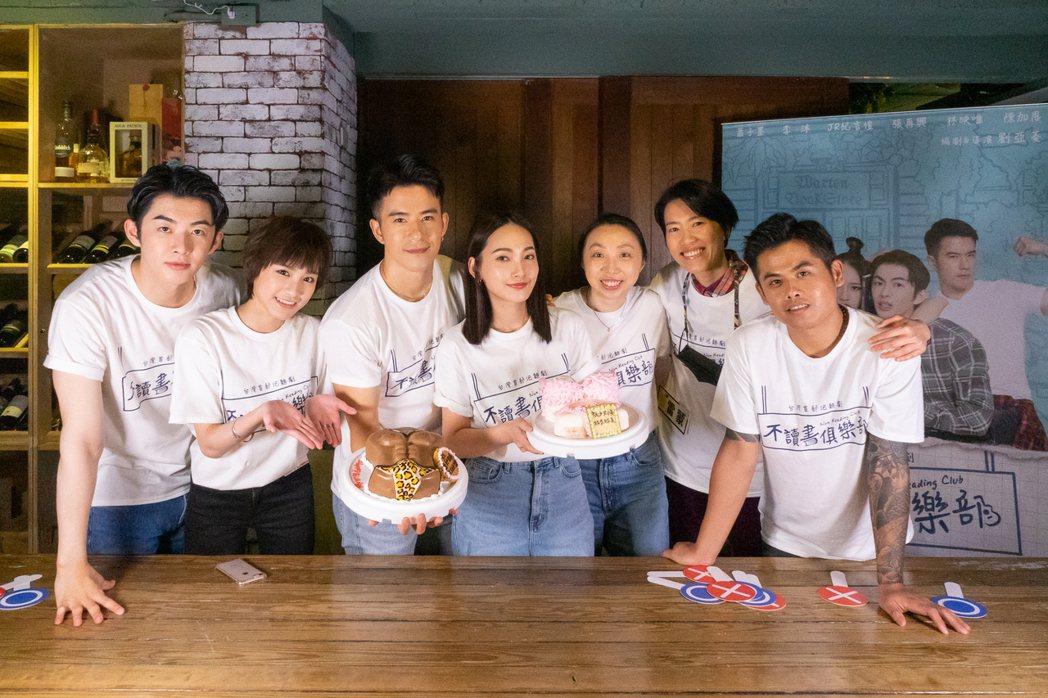 影集「不讀書俱樂部」蕭子墨(左起)、陳加恩、JR紀言愷、製作人葉育萍、導演劉亞菱
