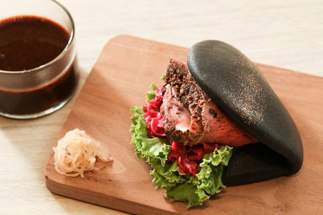 台北晶華酒店推出500趴限定「爐烤牛肉Hey包」。記者吳致碩/攝影