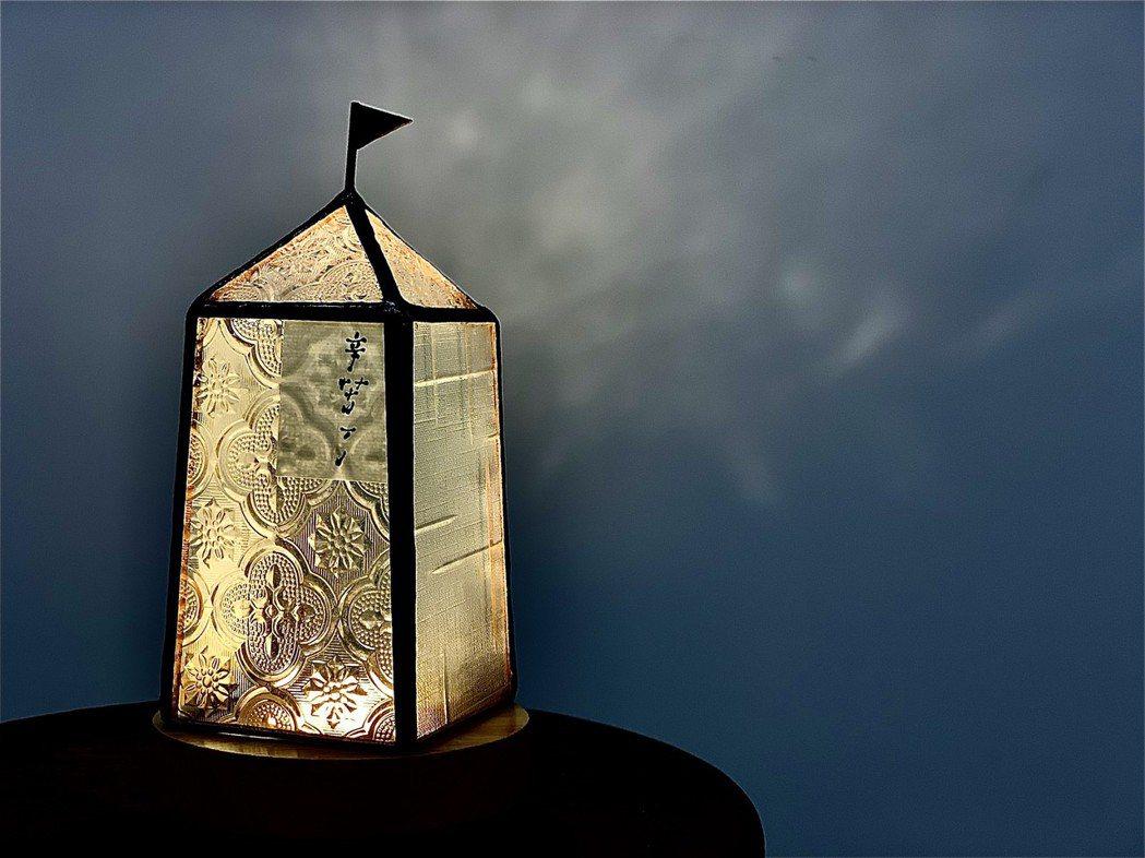 庫魯布塔人與自愛ziai推出聯名燈飾。圖/庫魯布塔人、自愛ziai提供