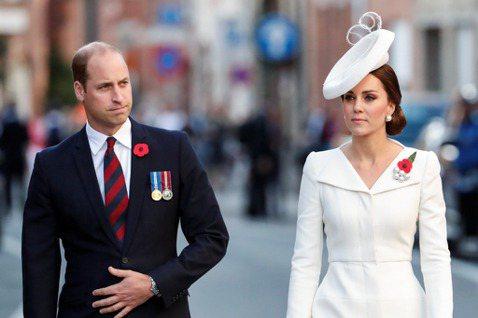英國威廉、哈利兩位王子和他們各自的妻子凱特、梅根,以往都是民眾矚目的焦點,各有各的支持者,但哈利與梅根堅持卸下皇室重要成員身分、搬到美國居住,在許多英國人民眼中等同於「背叛」,他們的人氣開始暴跌,多...