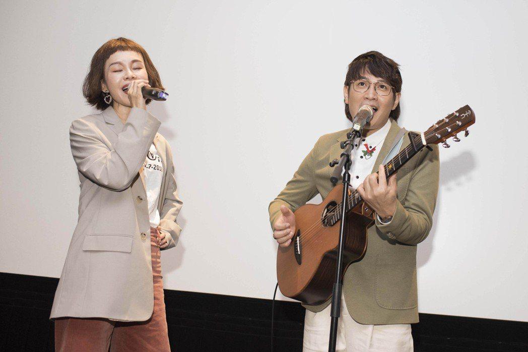 彭佳慧(左)力挺羅文裕新歌,合唱酬勞僅一份排骨便當。圖/大賞門文化提供