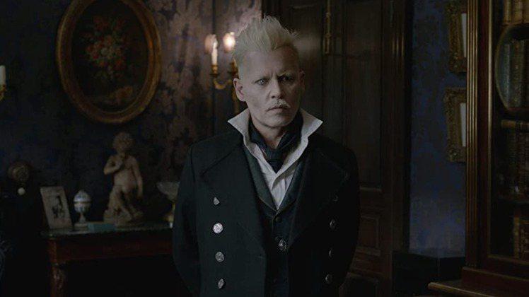 強尼戴普宣布將不再扮演「怪獸與牠們的產地」系列影片中的邪惡巫師葛林戴華德。圖/摘...