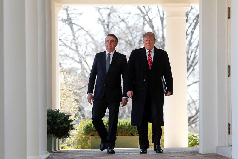 巴西總統波索納洛(左)一向是美國總統川普(右)的忠實支持者,但今天他卻在公開場合說:「川普不是世界上最重要的人」。路透