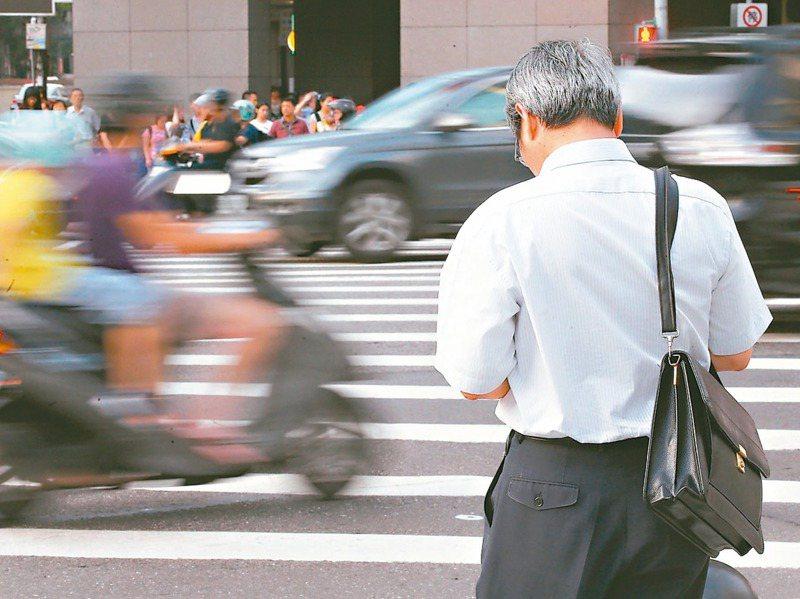 勞工即使領了勞保老年年金,或是領過勞退舊制、新制,只要再工作,雇主都要繼續提撥退休金,沒有年齡、年資及次數限制。 圖/聯合報系資料照片