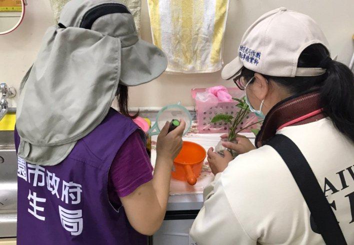 桃園市本土登革熱疫情未歇,一名家住龜山區龍華里的40多歲女性確診,為桃園第22例...