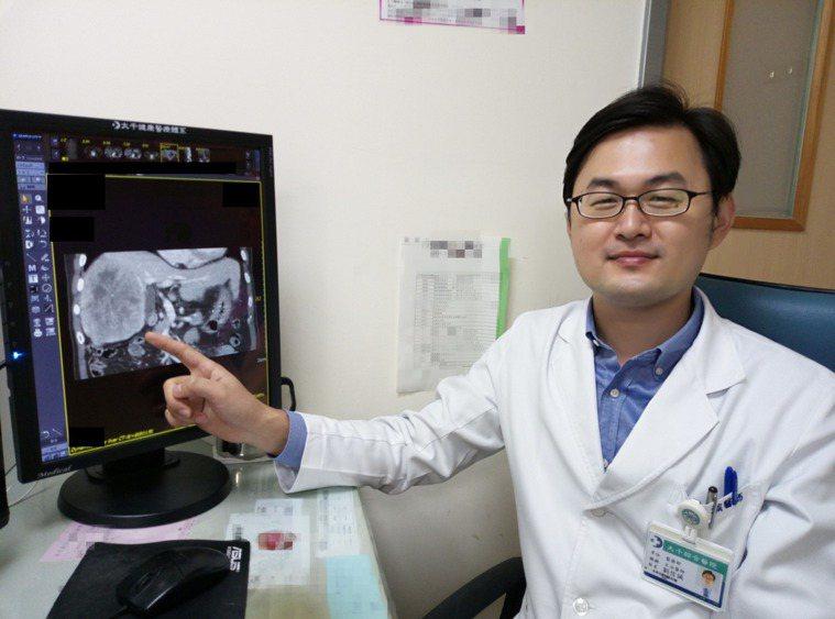 劉信誠醫師表示肝癌微創手部傷口小、恢復快,幫助高齡病人術後恢復快。圖/大千綜合醫...