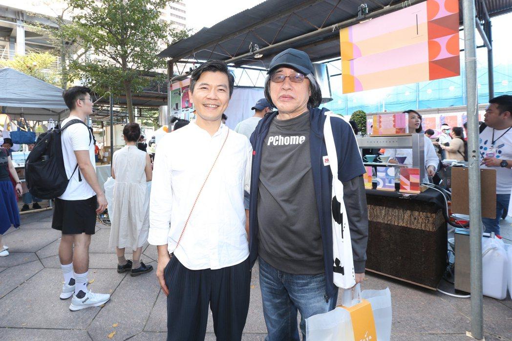 PChome董事長詹宏志(右)現身「500趴」現場,並與「世界冠軍咖啡師」吳則霖...
