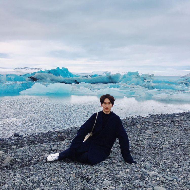Cherng在自己的IG不定時會發表「人面海豹」系列照片,主打海豹肢體+面無表情...