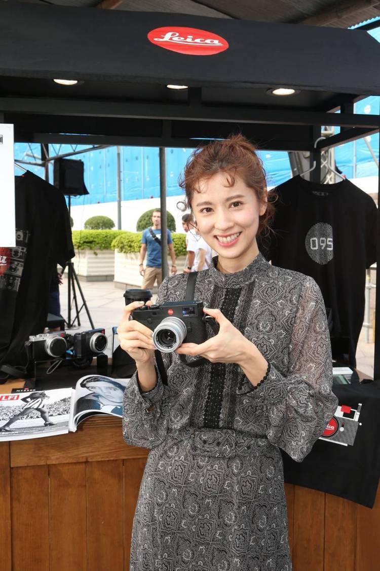 林予晞看到徠卡相機超興奮。記者陳立凱/攝影