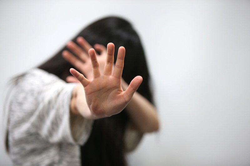 貨運司機以姦人女、害人子白嫖按摩女,高雄高分院改判有罪。圖/本報資料照