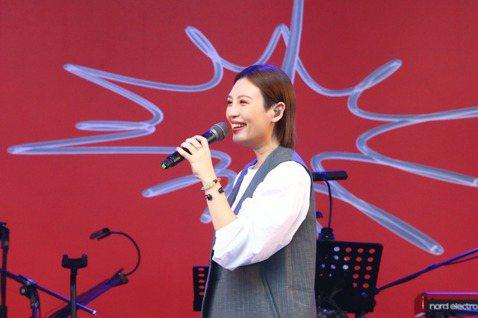 金曲歌后魏如萱為500趴獻唱,美聲陪伴粉絲共度悠閒午後。記者葉信菉/攝影