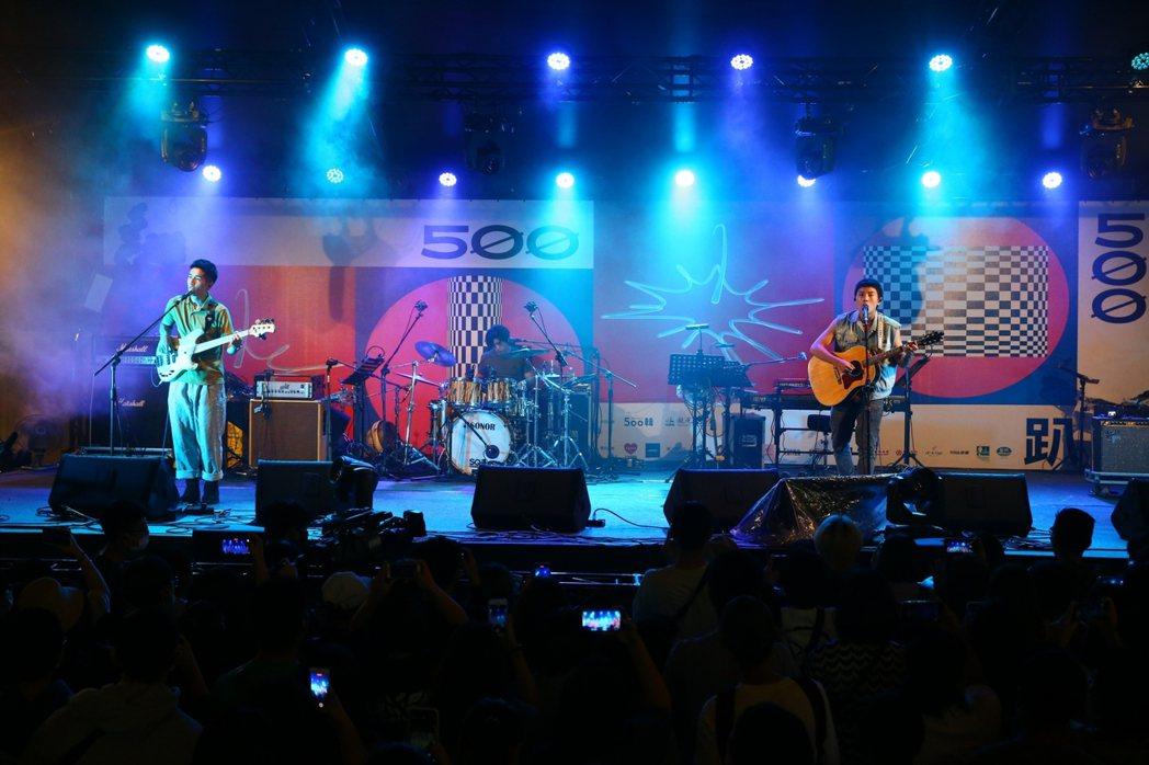 「鹿洐人」成員貝斯手寶仔(左起)、鼓手天裔和主唱博安。記者葉信菉/攝影