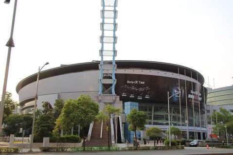 五月天樂團公布今年12月到明年3月的國內演唱會,唱到台南,沒有高雄。不過,這個月20日到29日,大咖蔡依林的 Ugly Beauty 2020 世界巡迴演唱會將在高雄巨蛋演唱6場,高市觀光局預計這6...