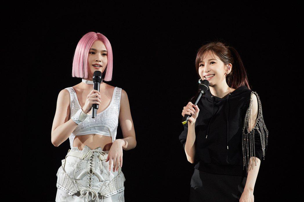 楊丞琳嘉賓邀來好友王心凌合體首唱新歌「女孩們」。圖/環球唱片提供