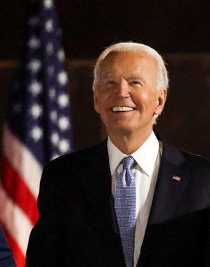 拜登當選美國總統,7日晚在慶祝集會上露出開心的笑容。 路透社