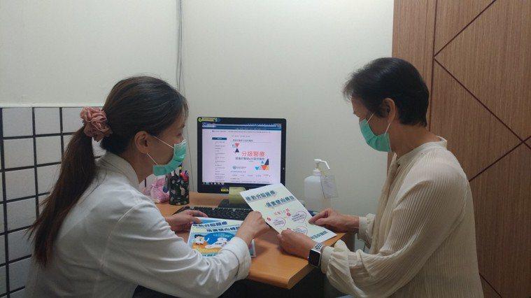 臺大醫院新竹分院社區及家庭醫學部醫師洪惠芳表示,胃食道逆流的症狀變化很大,有的病...