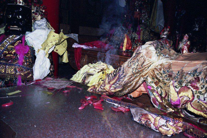 九華山地藏庵閻羅殿大爆炸時,現場一片混亂。記者李承穎/翻攝