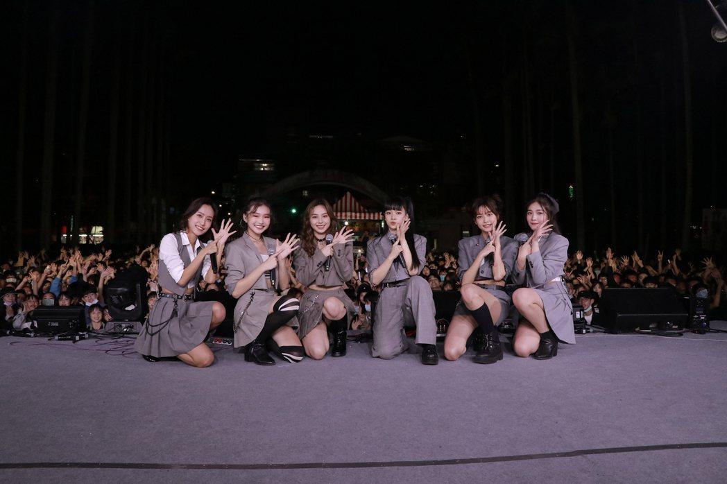女團「PER6IX」應邀到景美女中演出。圖/喜歡音樂提供