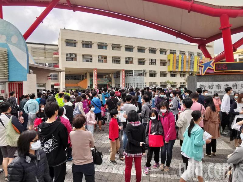 聯合盃第14屆全國作文大賽新竹區初賽今天上午10點登場,雖今年受疫情影響,但報名參賽仍然十分踴躍。記者陳斯穎/攝影
