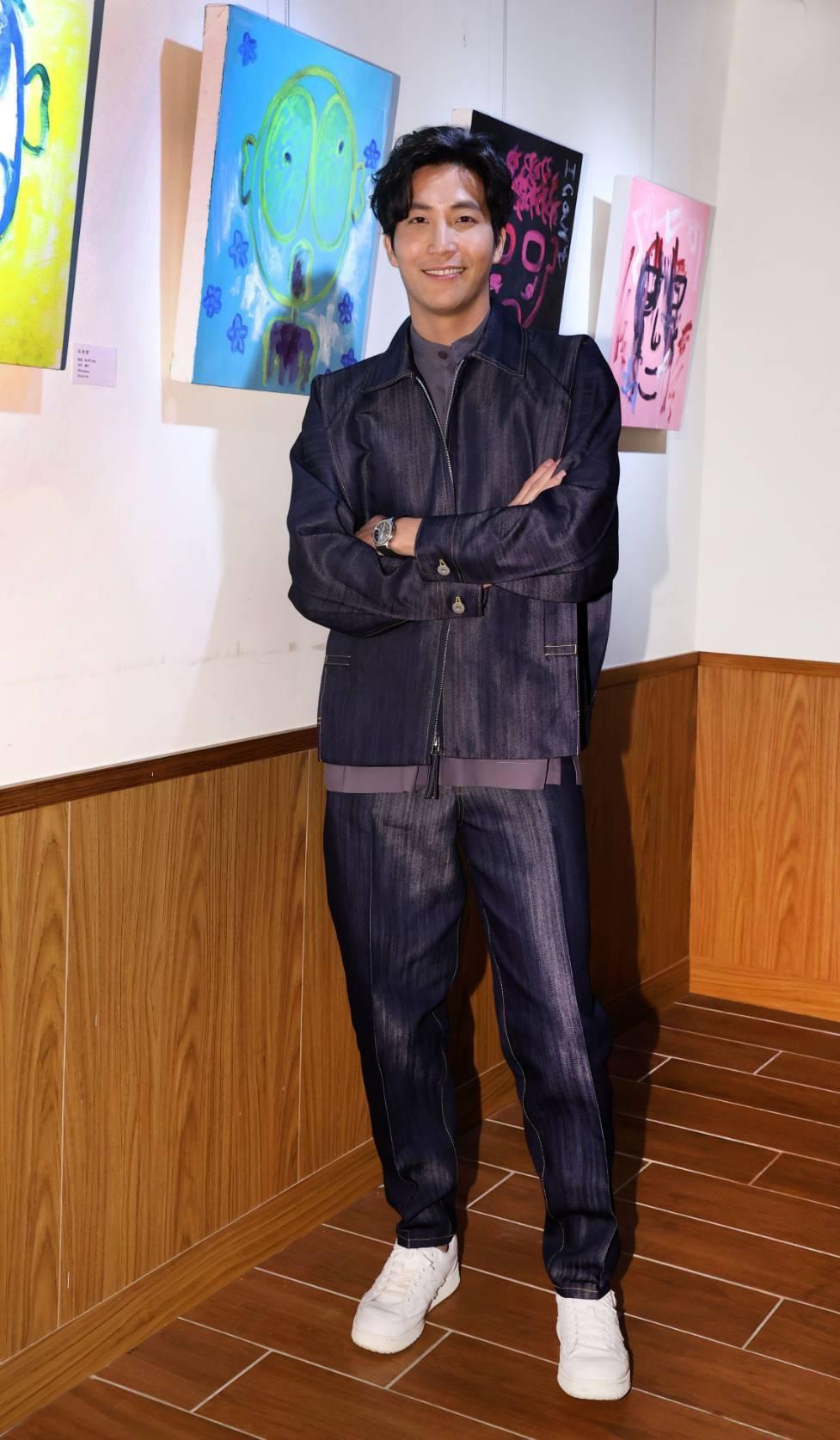 吳翔震首度舉行個人畫展「光合作用 X 吳翔震」。圖/經紀人提供