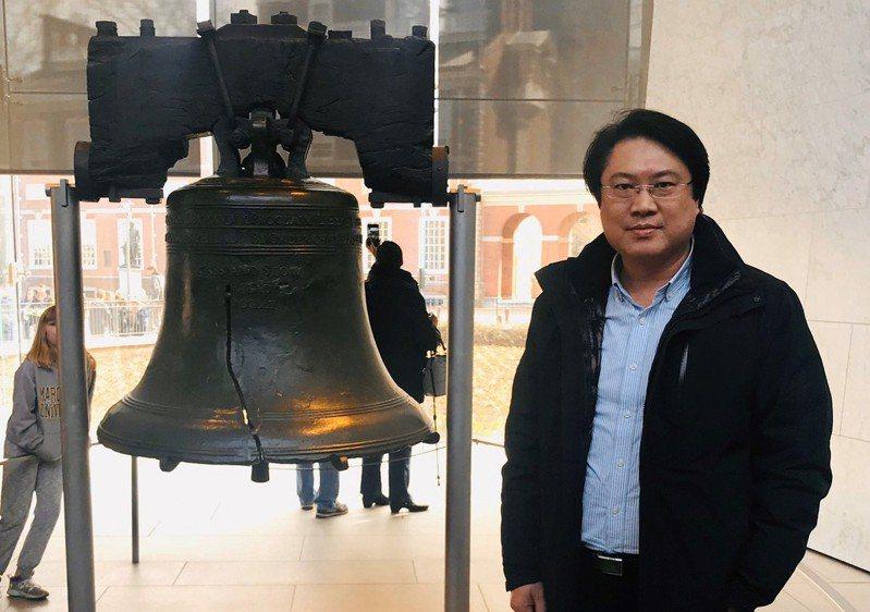 基隆市長林右昌則在臉書貼文,上傳在美國費城自由鐘拍的照片,表示要恭喜美國人民透過民主程序選出總統,對彼此有共同價值感到與有榮焉。記者邱瑞杰/翻攝