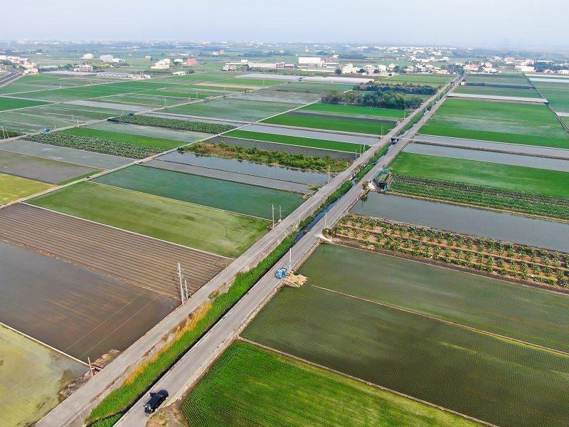 彰化縣政府本月19日將標售38筆農地重劃區抵費地,最便宜的一筆是3萬元3600元...