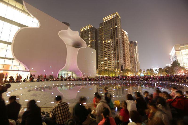 台中國家歌劇院前人潮。圖/台中市觀旅局提供