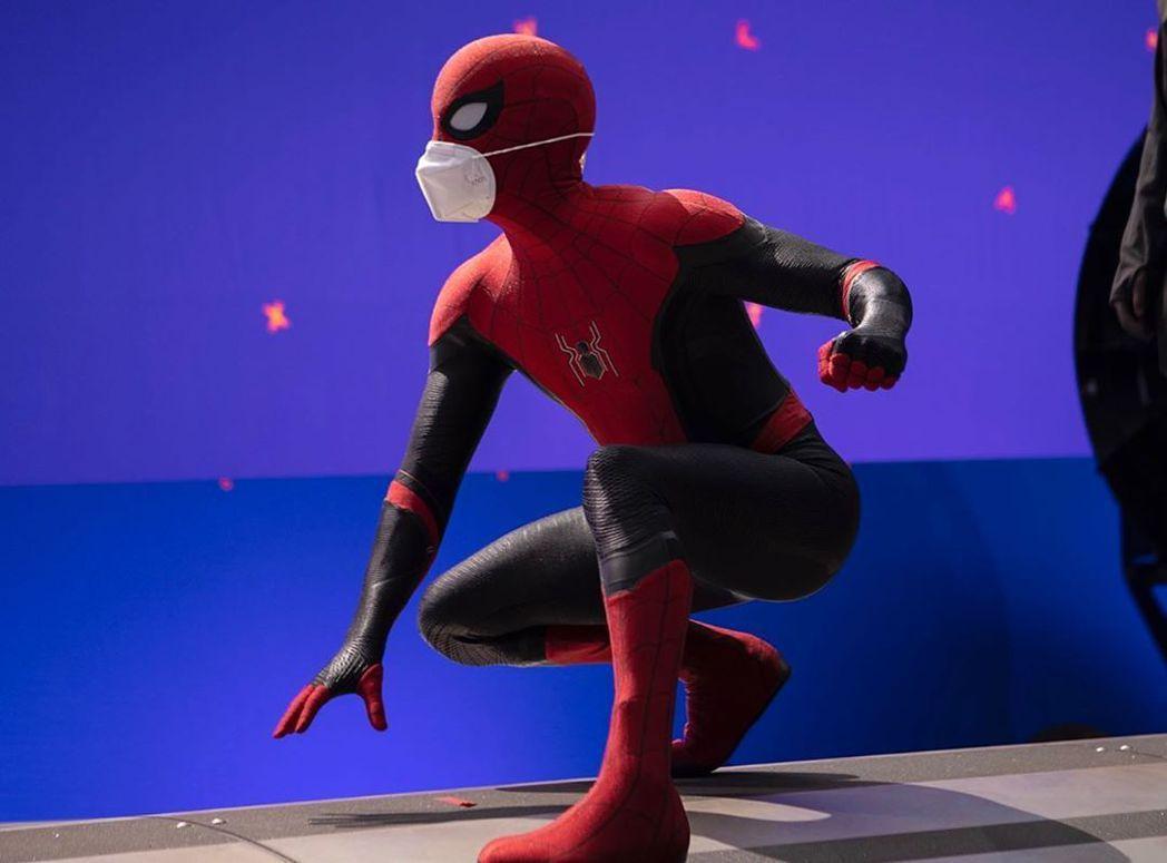 湯姆霍蘭德的「蜘蛛人」式防疫,安全度破表。圖/摘自Instagram