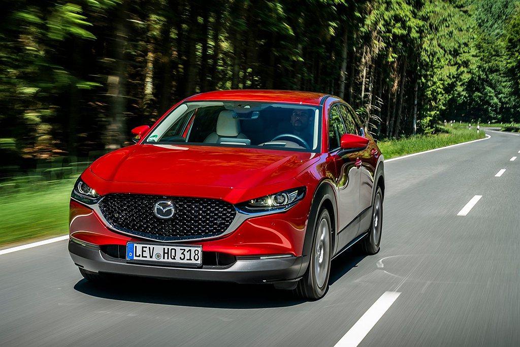 Mazda CX-30是Mazda長期觀察全球休旅車市場持續成長的需求後,於20...