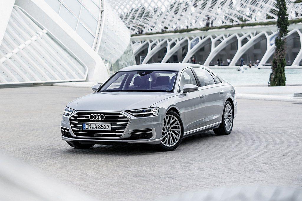 Audi A8全車系搭載新世代V6汽油渦輪增壓引擎,搭配48V輕型複合動力系統,...