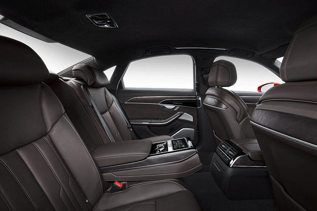 2021年式Audi A8、A8 L頂級豪華旗艦房車等產品陣列全新到港,敬邀蒞臨...