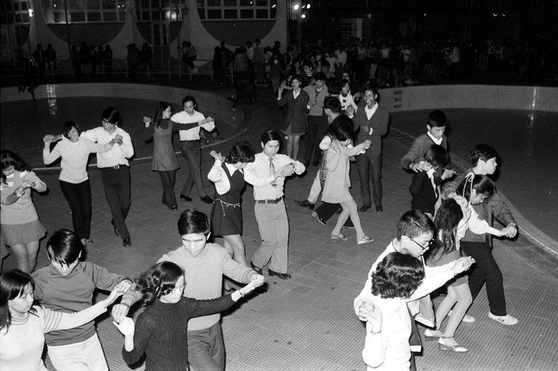 圖為救國團主辦的土風舞大會,攝於1973年。 圖/聯合報系資料照