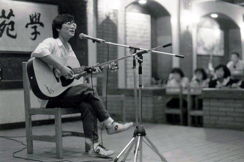 圖為救國團台北學苑每週定期舉辦的民歌發表會,攝於1987年。 圖/聯合報系資料照