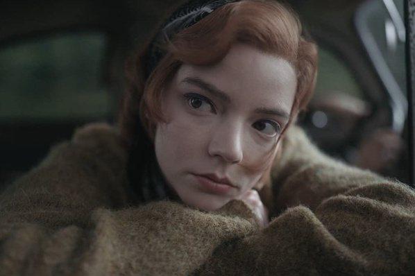 加了洋蔥的調酒怎麼喝?  來看「后翼棄兵」女主角示範
