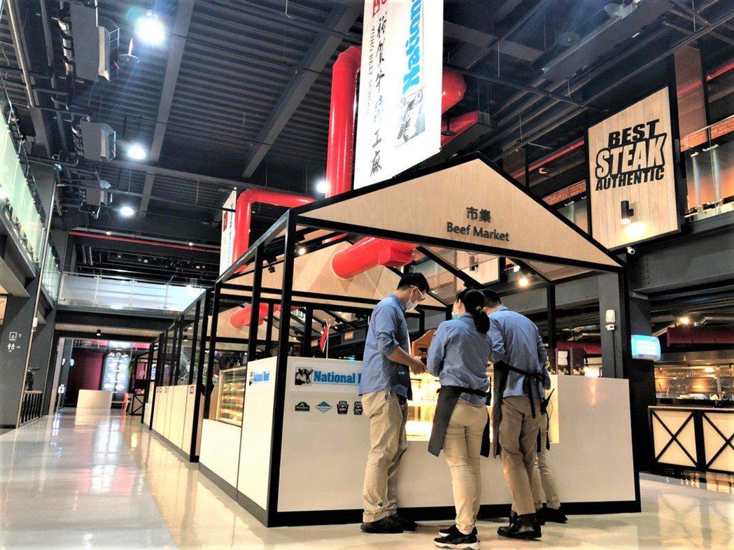 觀光工廠內的肉品市集,能夠客製化切肉,提供民眾多樣選擇。 呂政道/攝影。