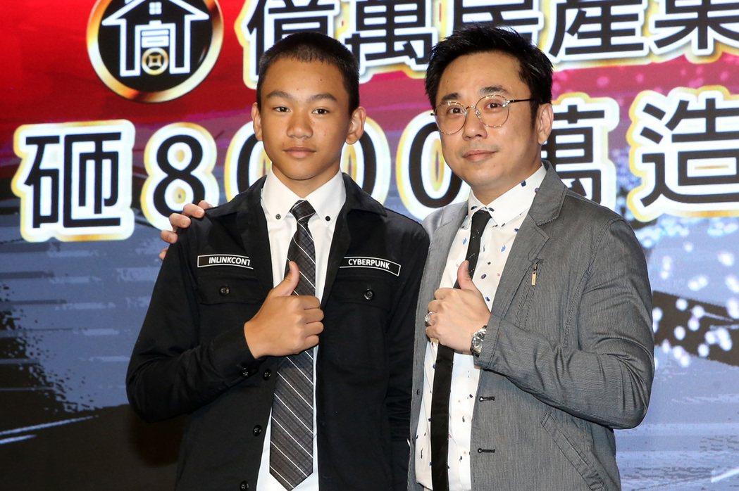 「小彬彬」溫兆宇(右)與兒子迷你彬。記者胡經周/攝影